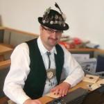 Gaumeisterschaft 2014 - Zimmerstutzen traditionell, 1. Gausportleiter Oswald Rath bei Vergabe der Scheiben und Auswertung