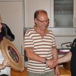 Gewinner Max bei der Übergabe der Gaukönigsscheibe, gestiftet durch die beiden amtierenden Gaukönige Theresa und Georg.