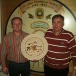 Strohschießen - Gewinner der Strohscheibe Siegfried Hinterberger (r.) mit 1.SM Oswald Seidl jun.