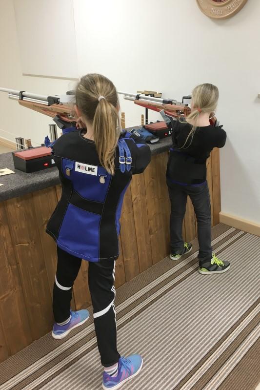 Laura und Marie beim Training für ihren ersten Wettkampf.