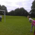 Die Aufgabe: jedes Teammitglied musste mit dem Tennisball einmal den Pfosten oder die Latte vom Tor treffen.