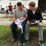 Die Teamleiter Martin und Lukas bei der Zwischenauswertung.