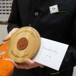 Das Erinnerungsgeschenk der Altschützen Velden erhielt jede platzierte Mannschaft.