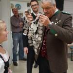 Übergabe der Königskette an die Gau-Jugendkönigin M.Seidl (Altschützen Velden)