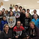 Gruppenfoto vom Strohschießen der Jugend um Sieger M.Waitl - im Vordergrund die Jugendleiter