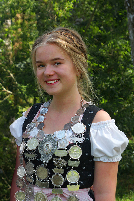 M.Seidl (14), Altschützengesellschaft Velden/Vils – Jugendkönigin Gau Vilsbiburg, 2. Jugendkönigin Bezirk Niederbayern, Jugendkönigin Altschützen Velden.