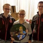 Strohschießen 2019 Jugend: (v.l.) 1.Jugendleiter A.Wolsky, Siegerin S.Mayer, 1.SchM M.Schwarz