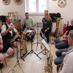 Unentgeltlich spielte B.Zur mit seinen Musikerfreunden beim Weißwurstessen.